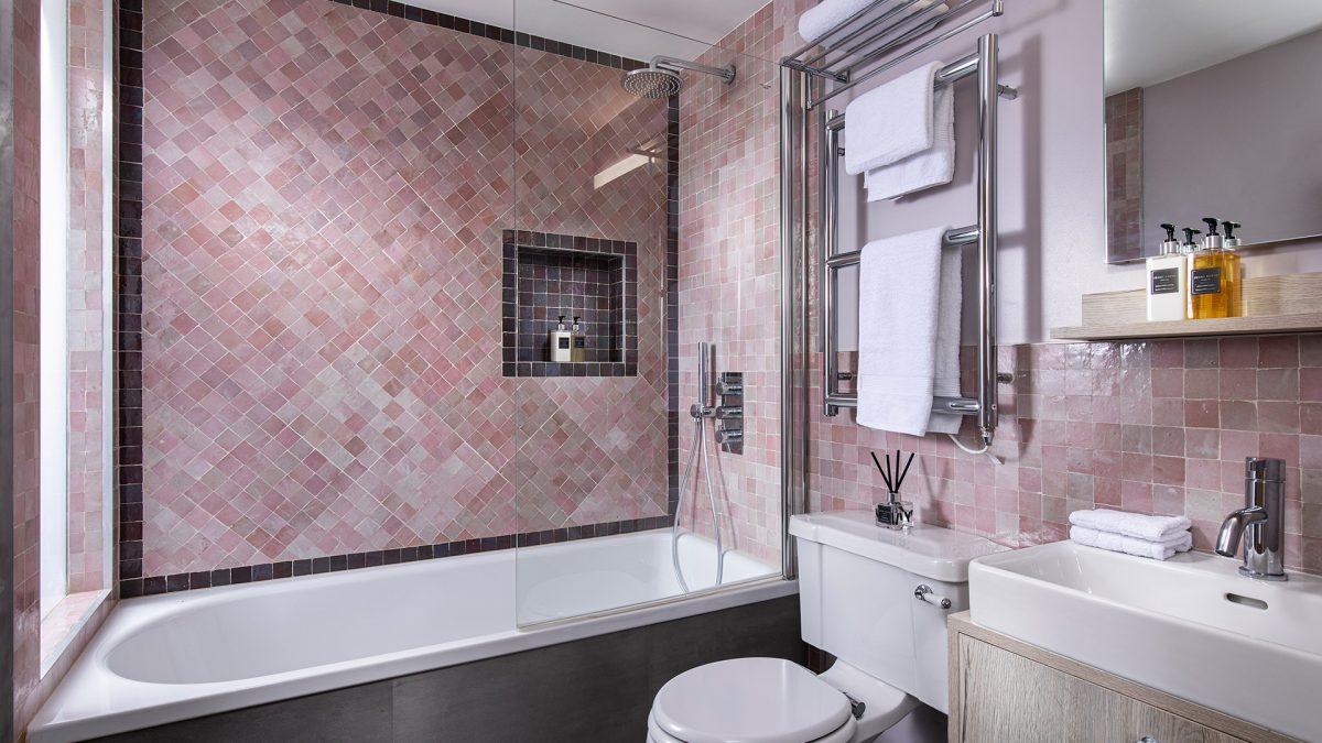 KAH_bathroom_pnk_001